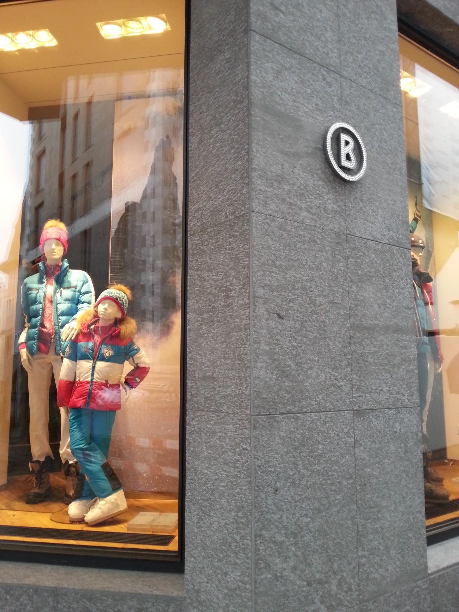Negozio Bogner a Saint Moritz in marmo della valmalenco