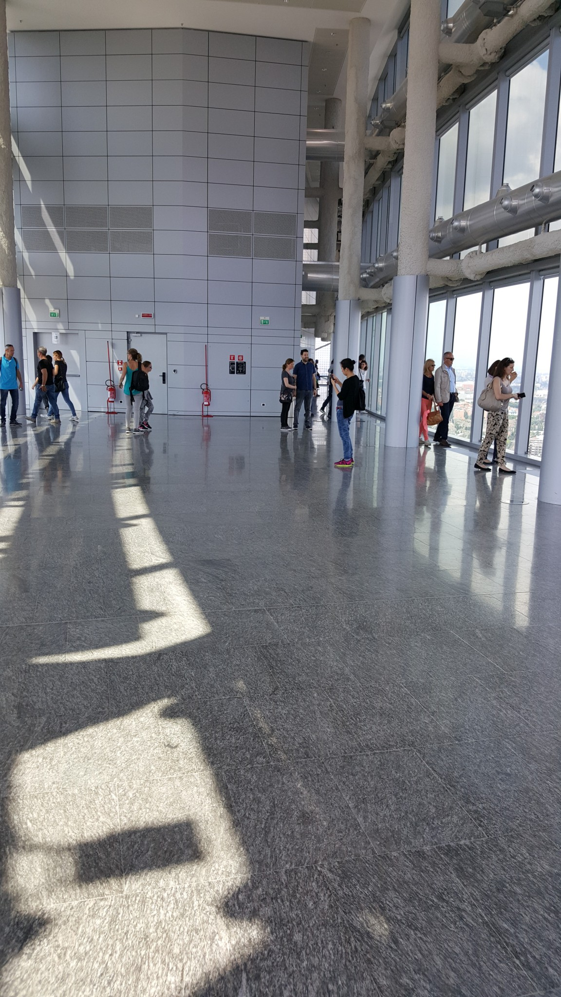 Regione Lombardia: pavimentazione interna uffici in marmo