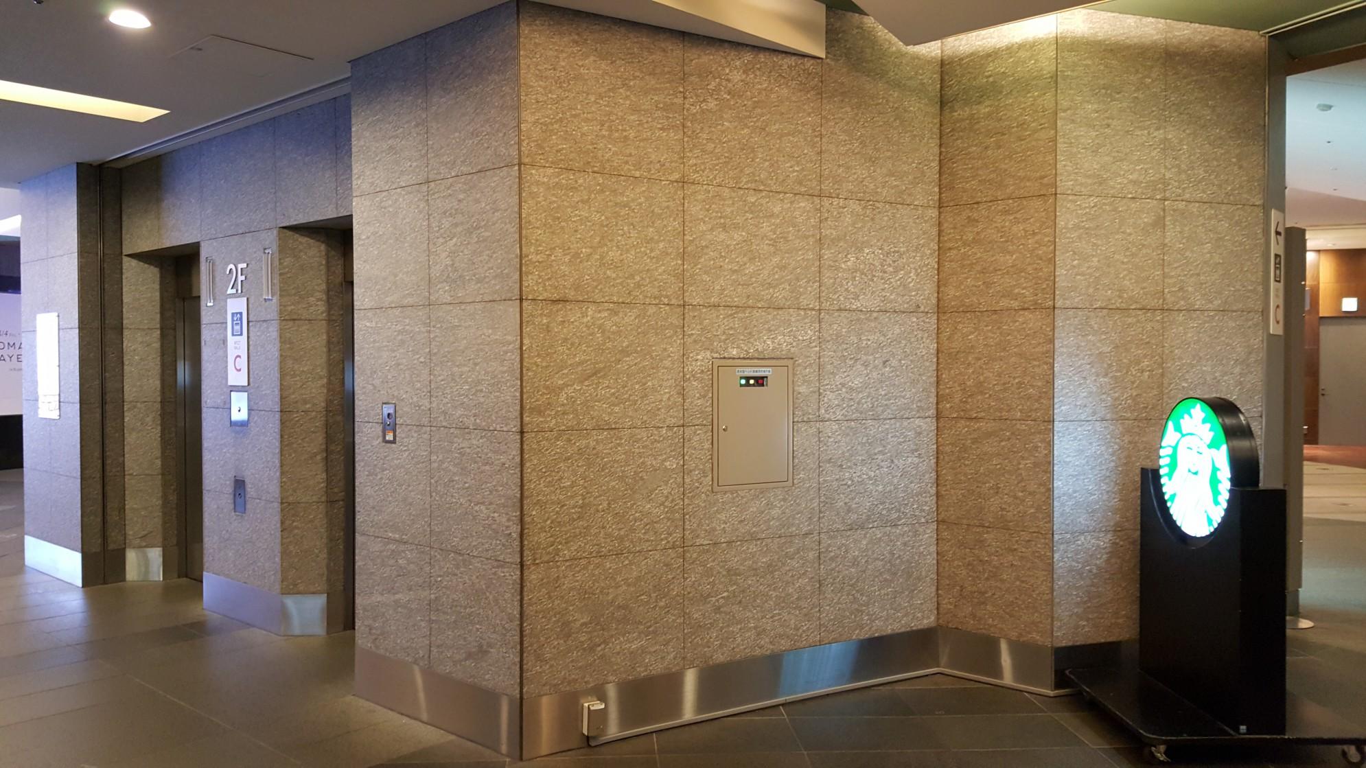Rappongi Hills a Tokio -opere interne con rivestimento in marmo della Valmalenco