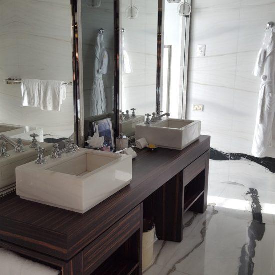 Interior design con marmo presso Grand Hotel Tremezzo