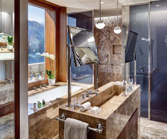 Rivestimento bagno in marmo presso hotl Tremezzo