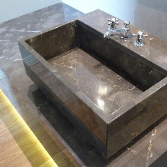 Lavandino e piano in marmo della Valmalenco