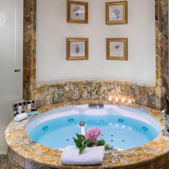 Grand Hotel Tremezzo: vasca idromassaggio in marmo