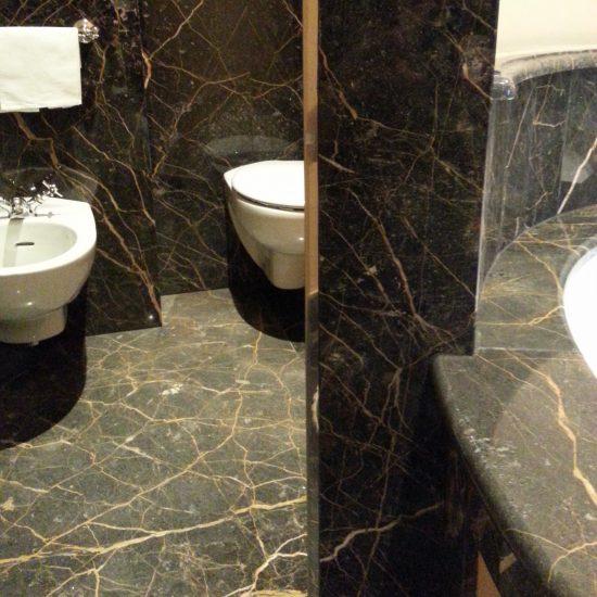 Toilette e bagni in marmo della valmalenco