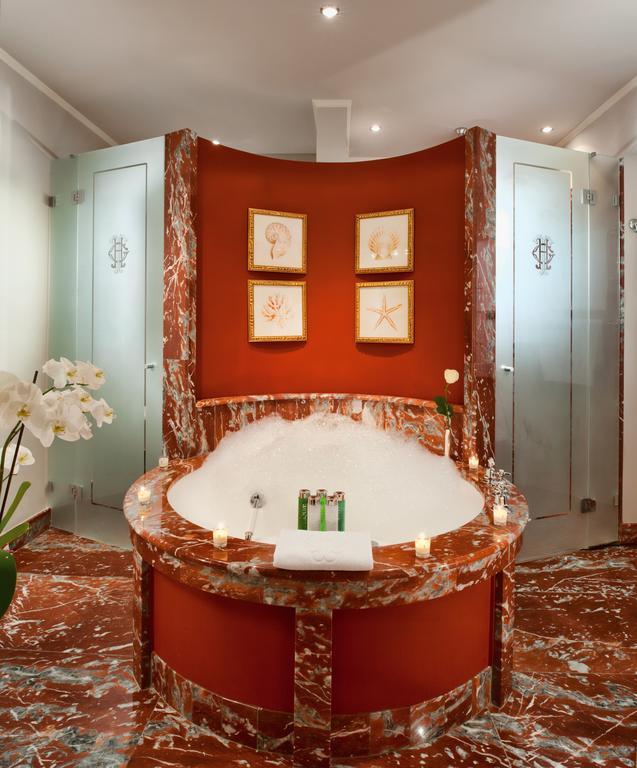 Marmo rosso per vasche idromassaggio presso Grand Hotel Tremezzo