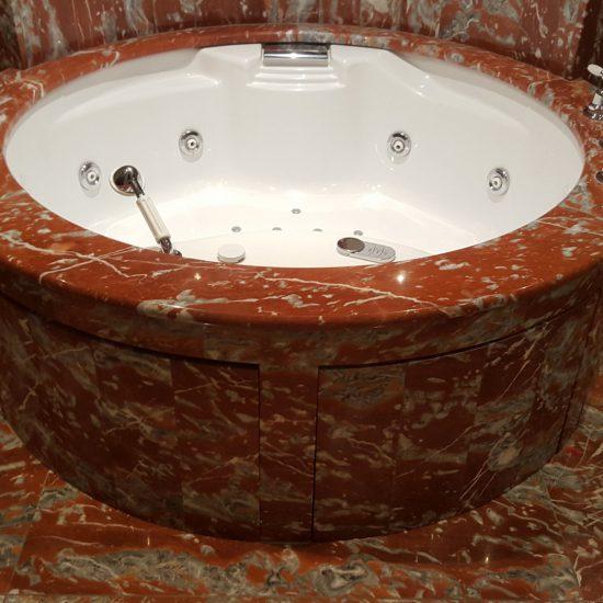 Rivestimento in marmo presso hotel Tremezzo