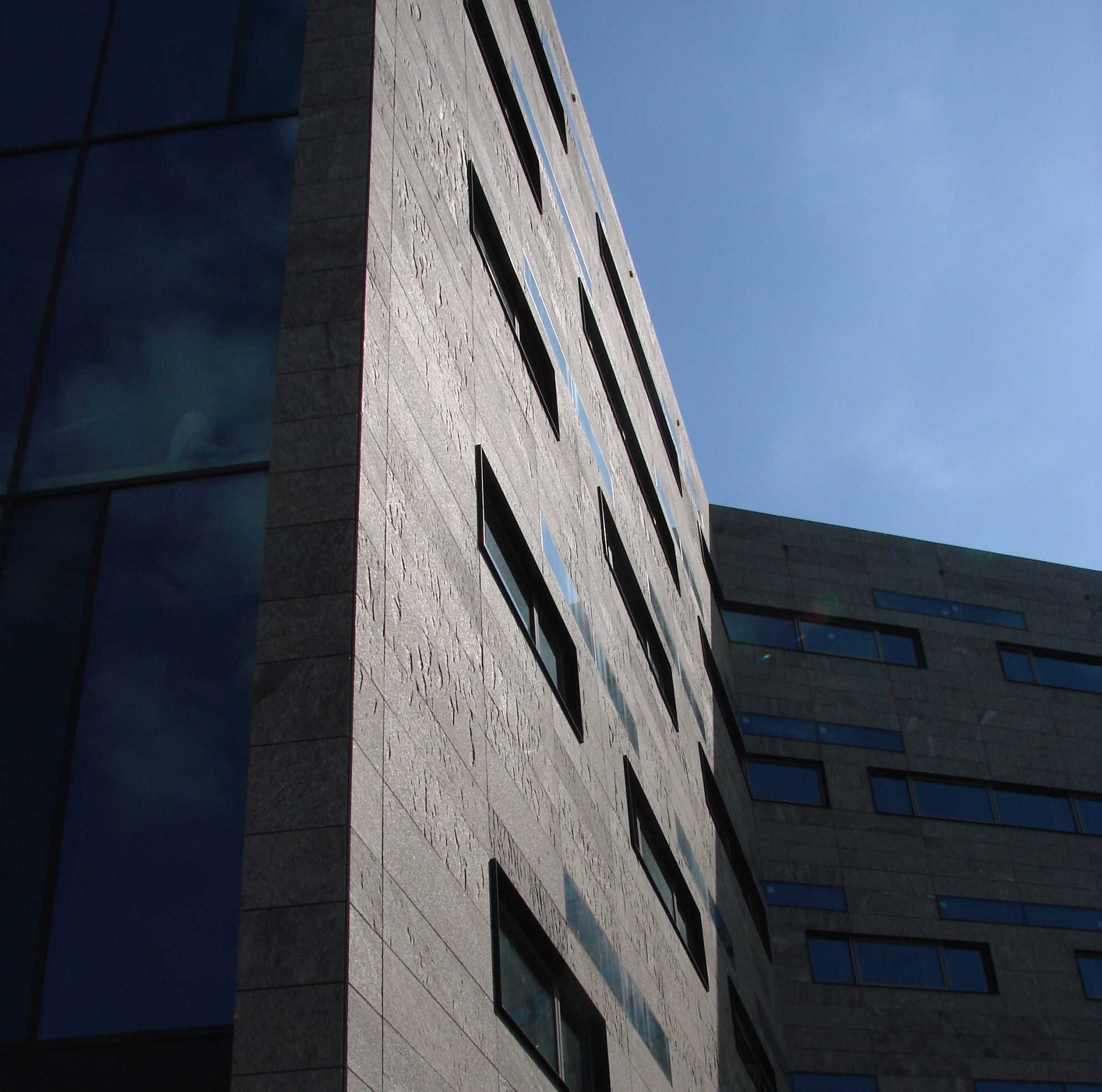 Prospettiva esterno di un edificio in marmo (Marmi Valmalenco)