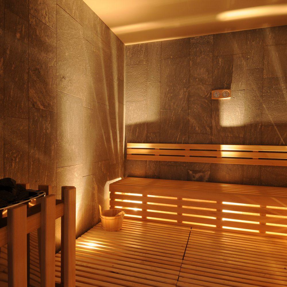 Rivestimenti in marmo presso la sauna dell'hotel di Sondrio