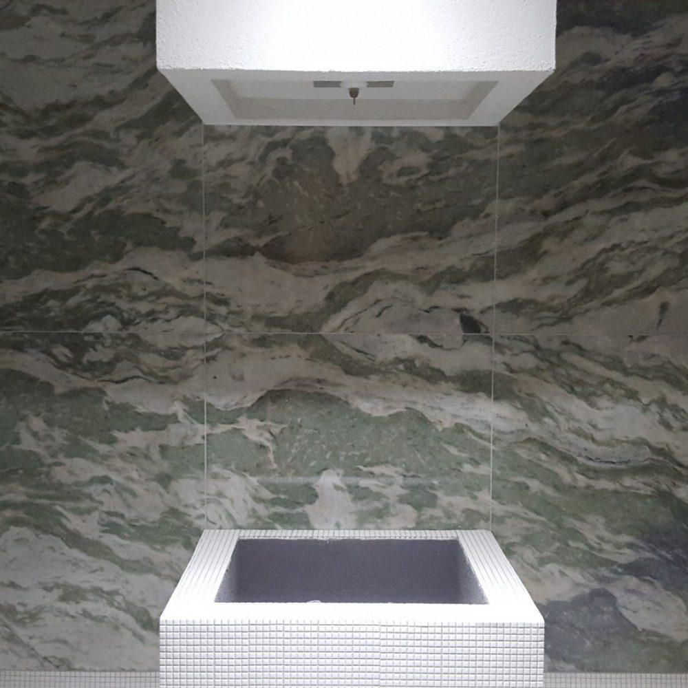 Area Wellness in marmo presso hotel tremezzo