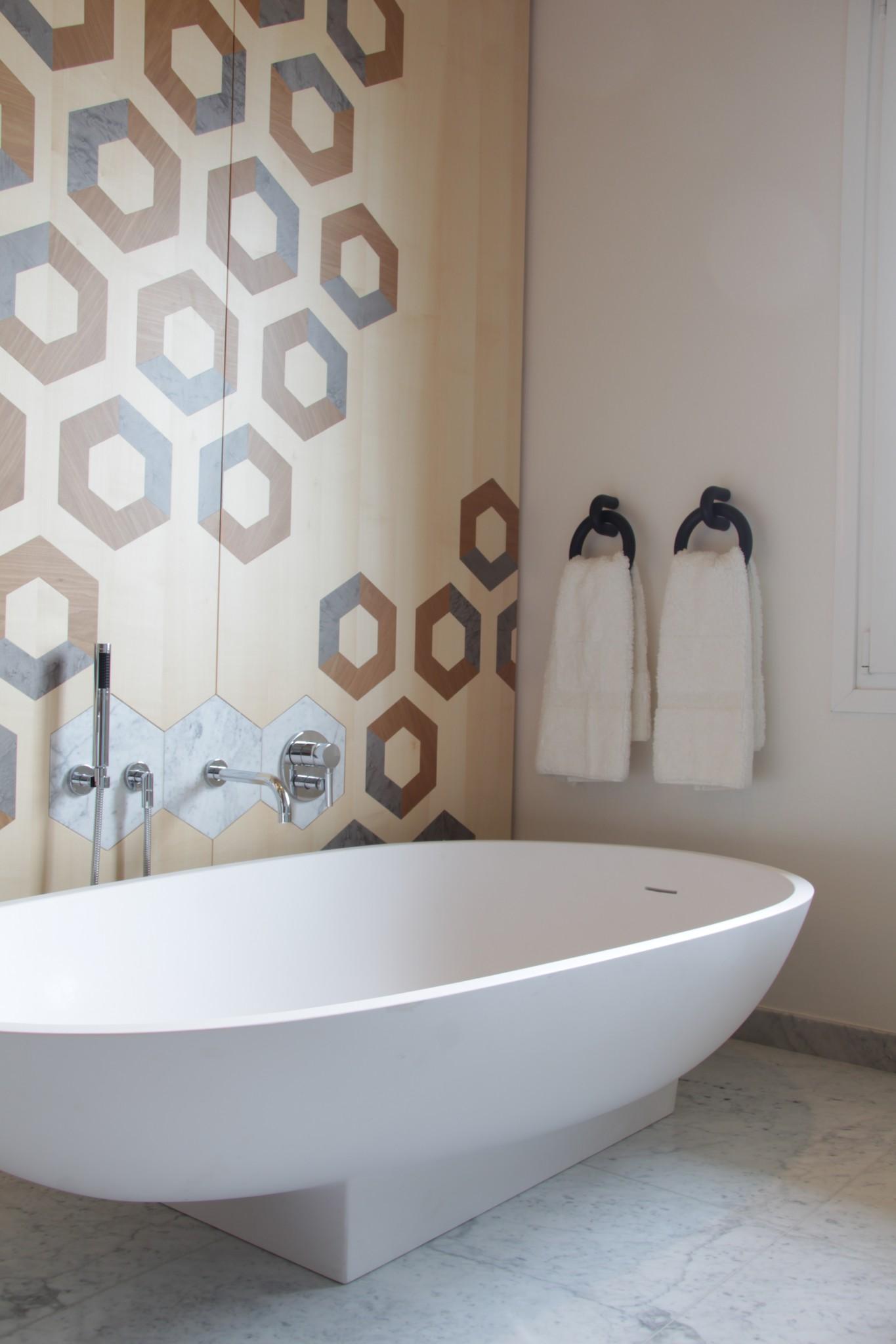 Rivestimento in marmo per bagno in casa privata (Marmi Valmalenco)