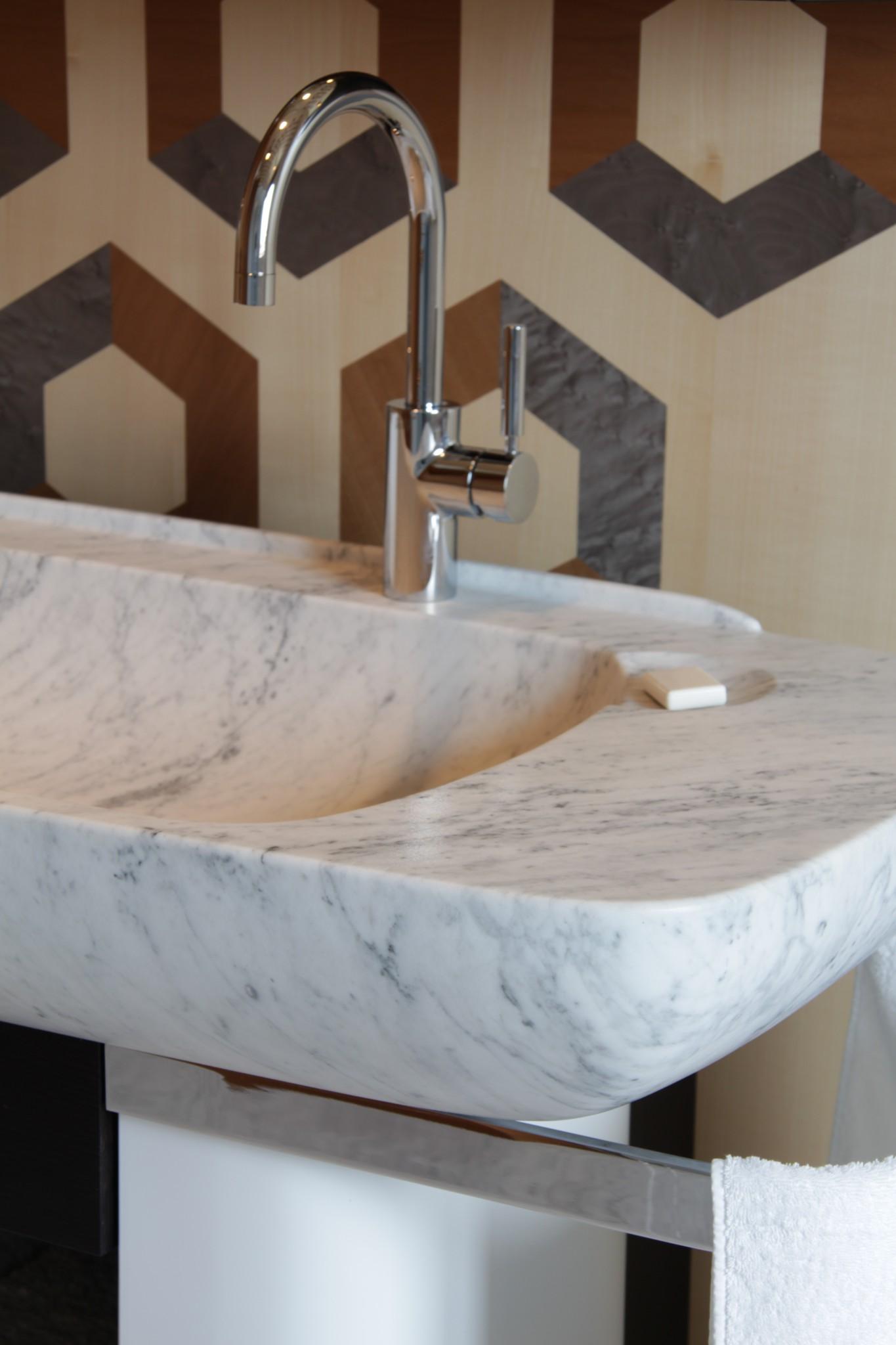 Lavabo in marmo su casa privata (Marmo Valmalenco)