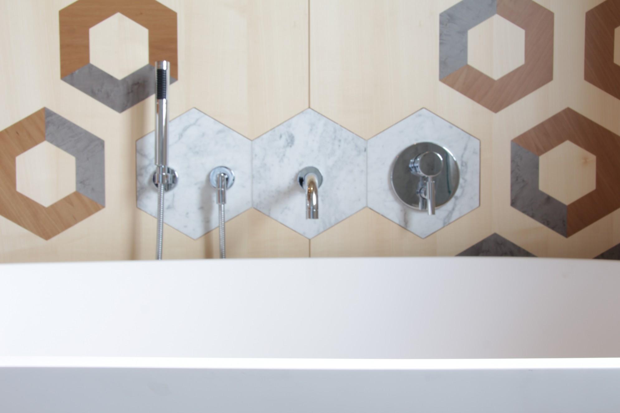 Rivestimento pareti del bagno in marmo (Marmo Valmalenco)