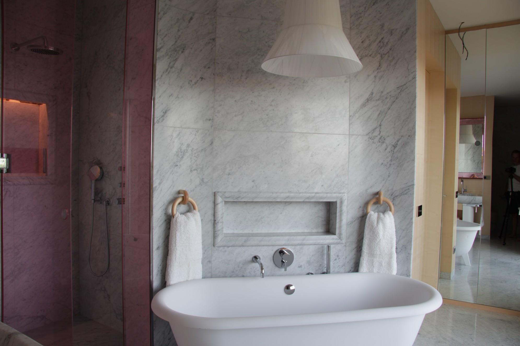 Arredamenti in marmo in bagno (lavorazioni marmo Valmalenco)