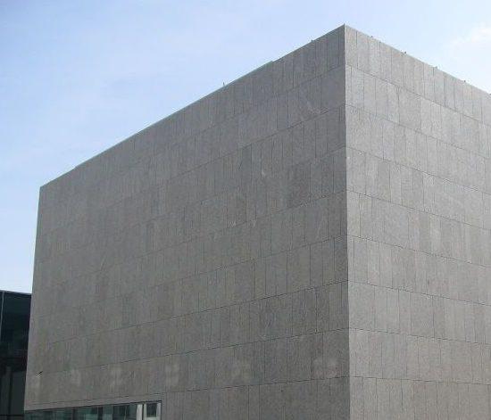 Area esterna in pietra naturale presso universita Salisburgo