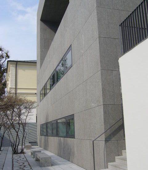 Mozarteum realizzata in granito e marmo in Valmalenco