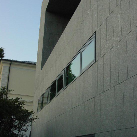 Parete edificio in marmo e granito della Valmalenco - università Salisburgo