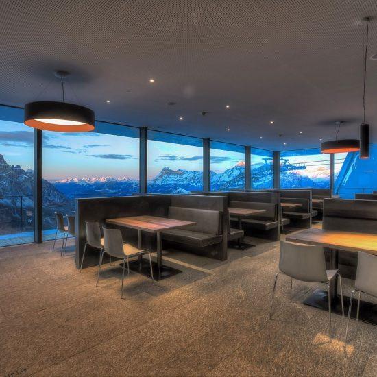 Rivestimenti in marmo e serpentino presso il Piz Boe Alpine Lounge